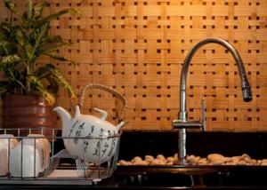 inspirasi-panel-dinding-3d-motif-anyaman-desain-rumah-tradisional-2-mosaicart